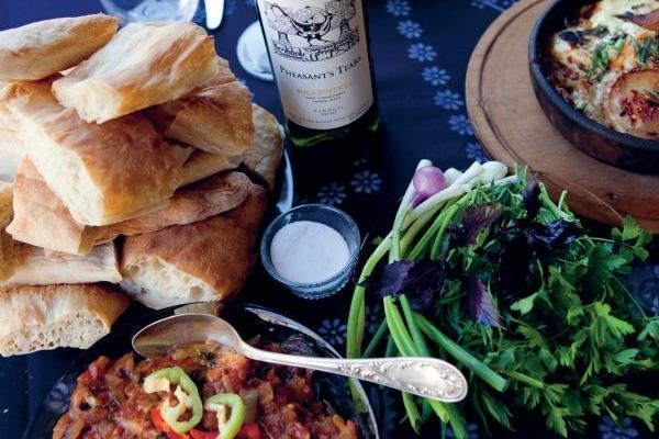 GeoKulinarium: georgische Küche & Rezepte aus Georgien Georgische Tafel ✔ Tischsitten ✔ Essen & Trinken ✔ Tamada  Chataschapuri ✔  Mzwadi ✔ Kababi ✔ Tonis Puri