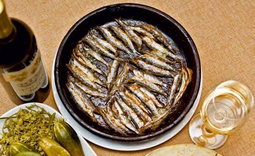 Fisch in der traditionellen georgischen Küche, gebratene Sardellen